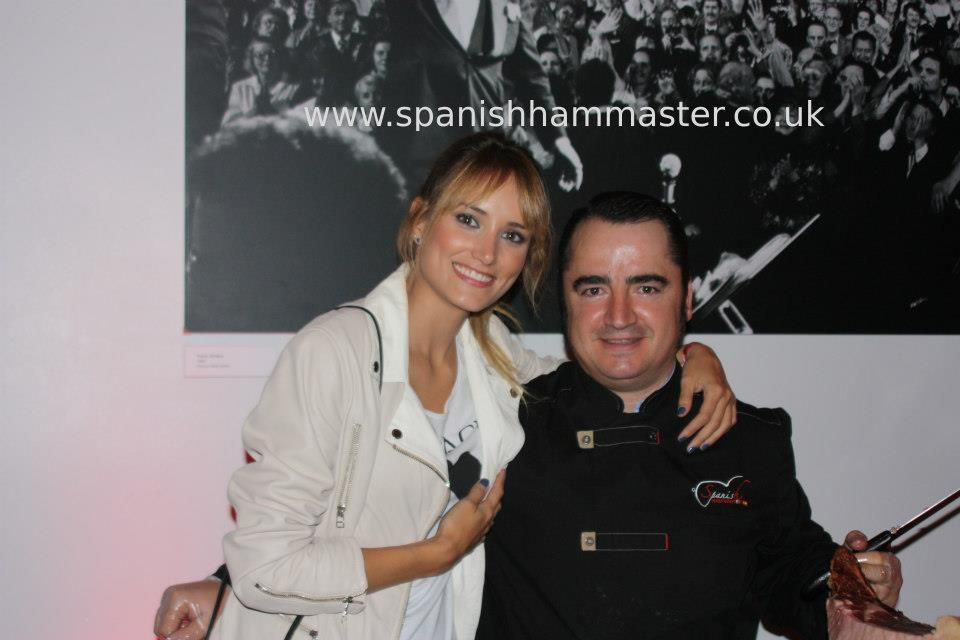 You had to see this woman!! Alba Carrillo (Fonsi Nieto´s Girlfriend) Beautiful and funny woman! She loved our ham!! Jamón Iberico de Bellota, Cebo y Jamón Serrano. www.spanishhammaster.co.uk