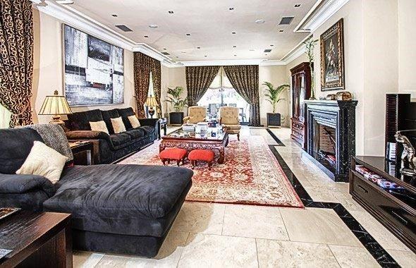 Amplio salón decoración moderna, elegante #diseño y #lujo Chalet en - salones de lujo