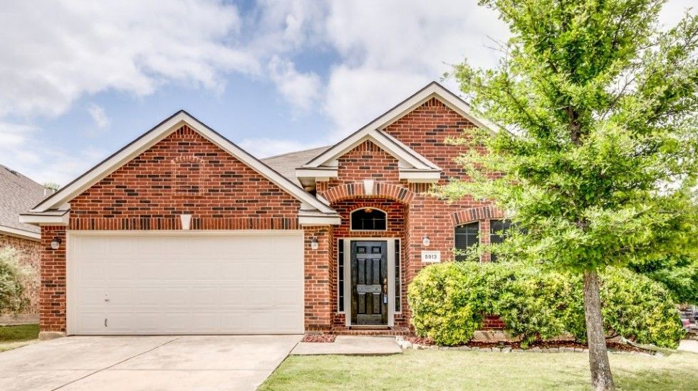 5913 Dustin Trail   Frisco TX Home For Sale 3 Bedrooms/2 Baths/2