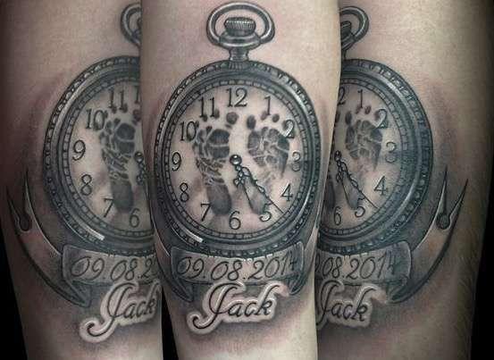 Tatuajes Para El Nacimiento De Un Hijo Mejores Ideas Fotos Tatuaje Reloj Con Huell Tatuajes Para Nombre De Bebe Tatuajes De Ninos Tatuajes De Pies De Bebe