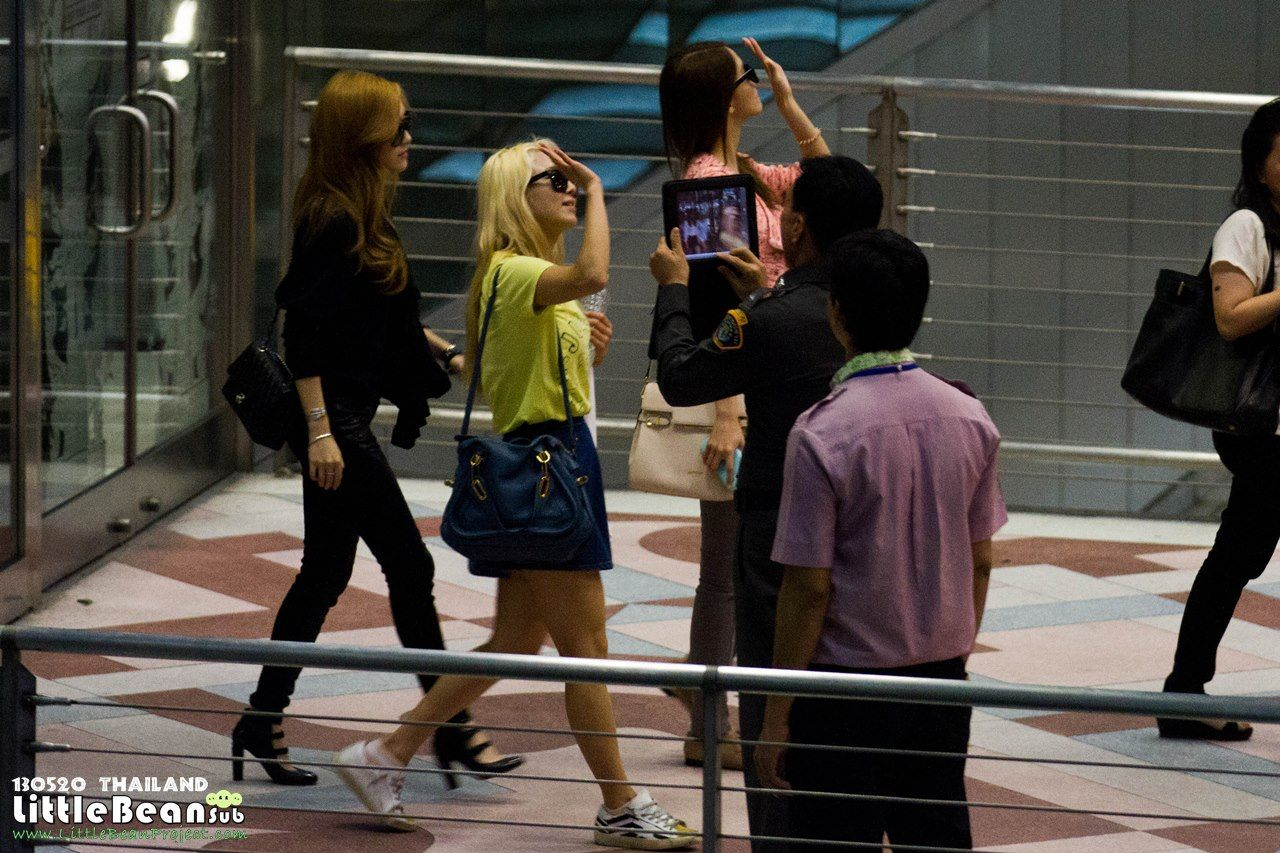 http://okpopgirls.rebzombie.com/wp-content/uploads/2013/05/SNSD-Hyoyeon-airport-fashion-May-20-01.jpg