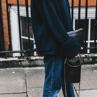 Sobre camisas de rayas, superposiciones y juegos de texturas vistos en las calles de Londres.