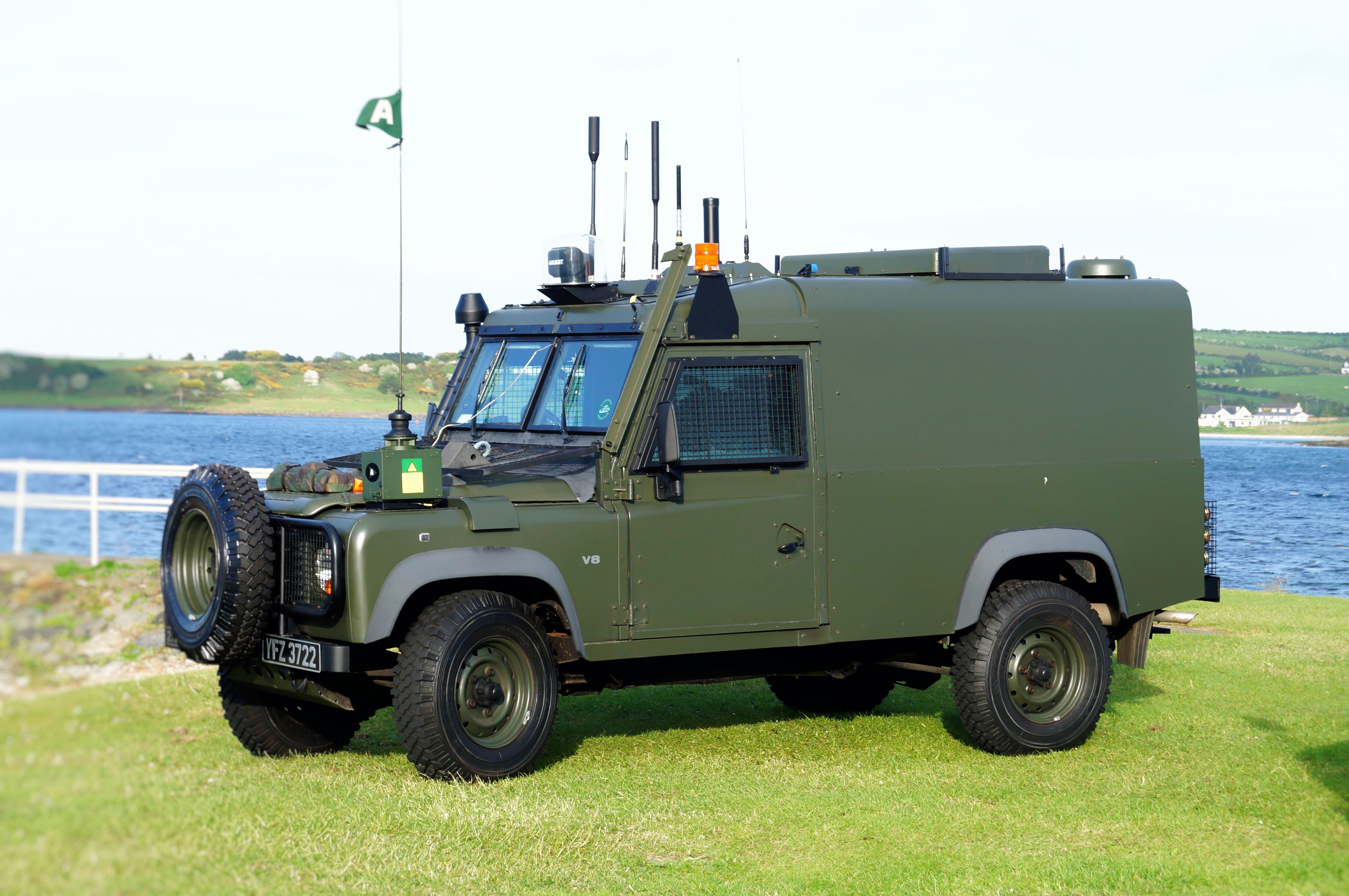 Pin By Mike Ochola On Autocars In 2020 Dog Crate Land Rover