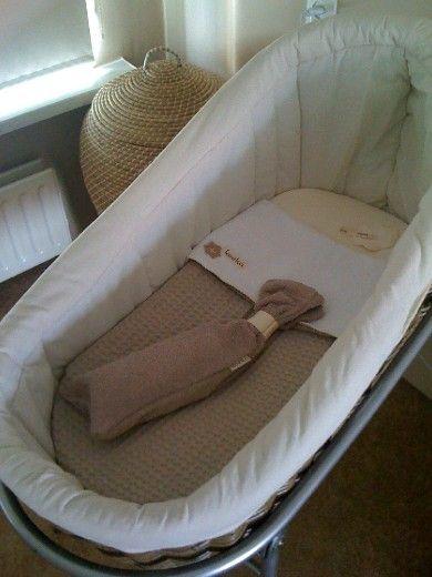 Moderne grijs getinte babykamer - Prachtig wiegje!