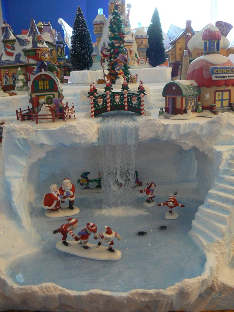 Skating elves elves christmas villages and christmas village display - Decor village noel miniature ...