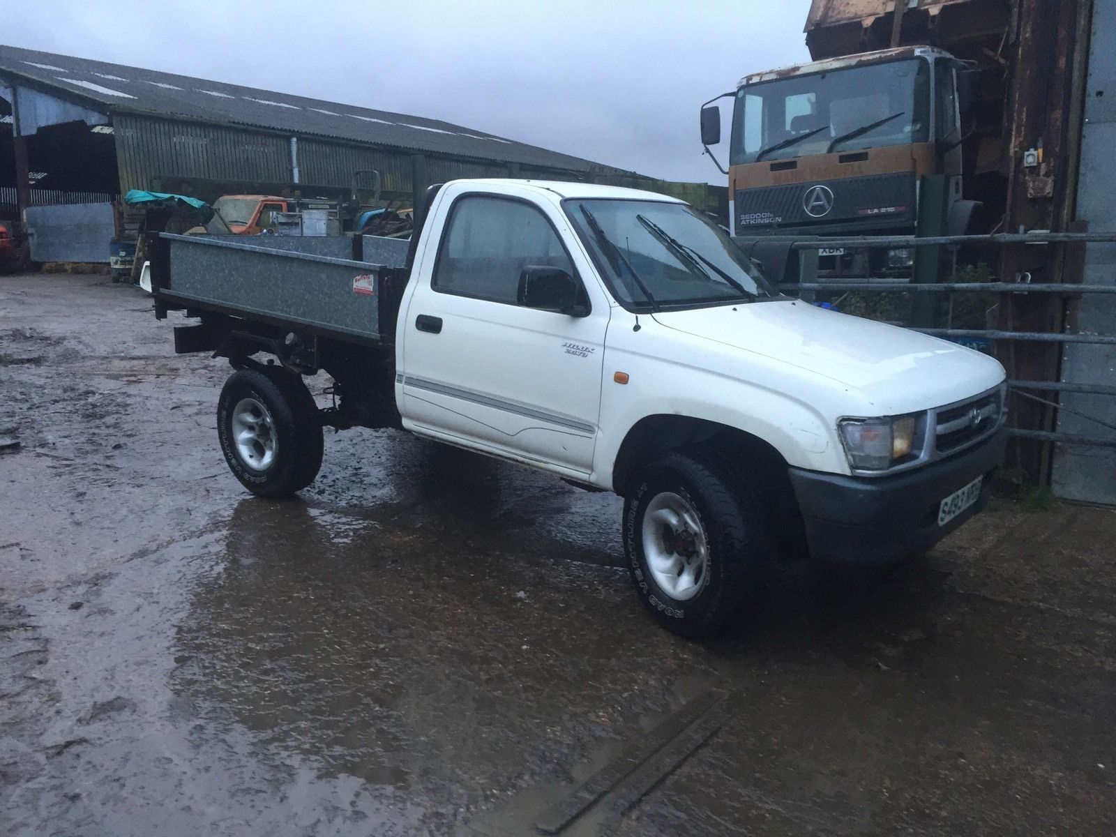 Toyota hilux pickup not defender off road 4x4 tray back