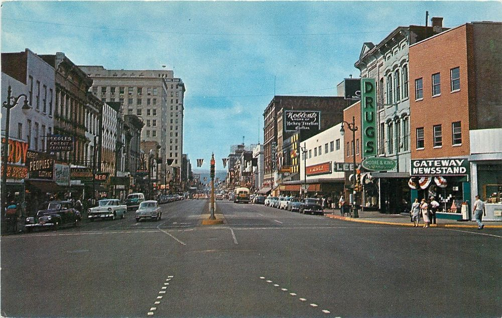 Chattanooga TN~Market Street~Peoples Credit Clothes~Lee's~Gateway Newsstand~1955