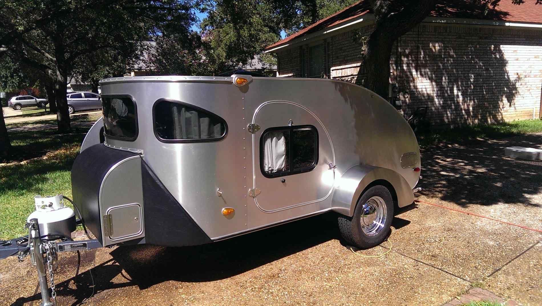 11 Best And Wonderful 3 Person Camper Trailer Ideas Breakpr Lightweight Campers Camper Trailer For Sale Camper Trailers