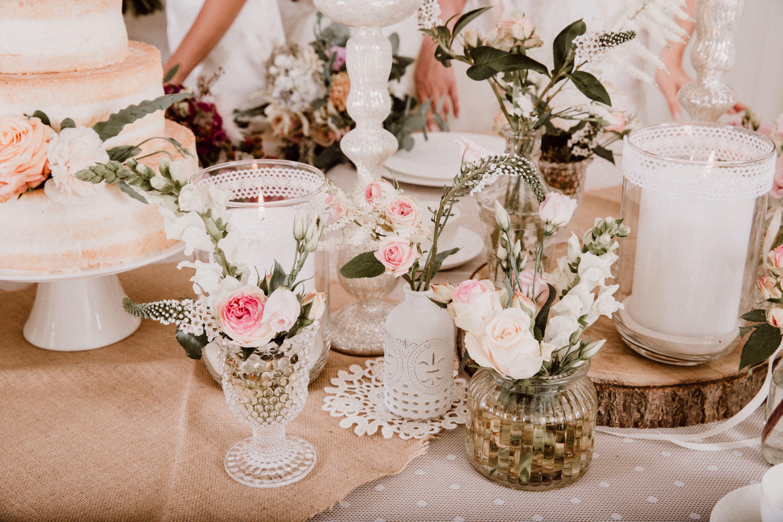 Vintage Dekoration Für Die Hochzeitsfeier Natürliche Baumscheiben Aus Holz Und Rustikale Tichläufer Hochzeit Hochzeitsdekoration Baumscheiben Deko Hochzeit