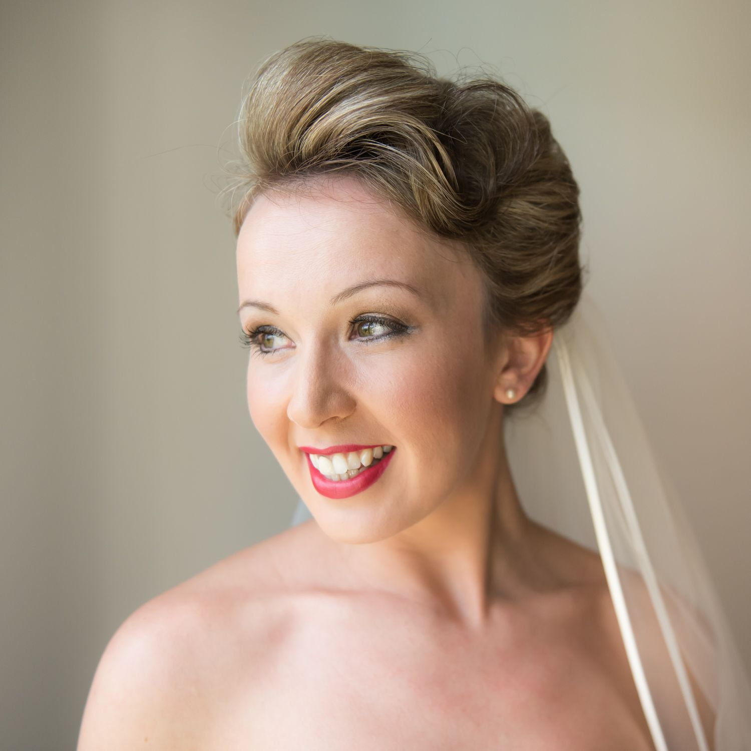 Dramatic makeup with red lip Beautiful wedding hair