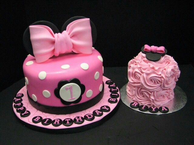 Minnie Mouse polka dot fondant pink cake with a matching buttercream