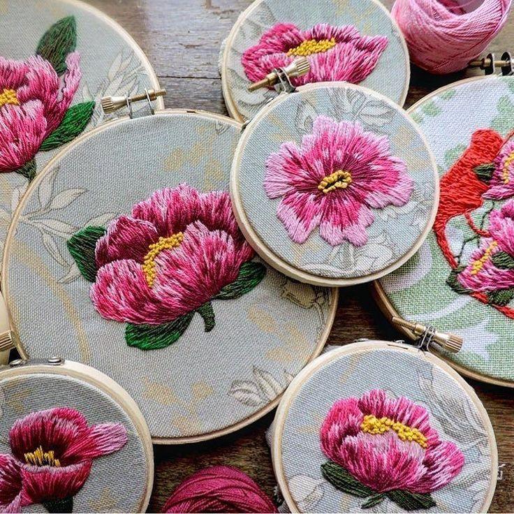 @criaturas_cardiacas #flowers #embroidery #embroideryart #вышивка #вышивкагладью #цветы #silkribbonembroiderypatterns