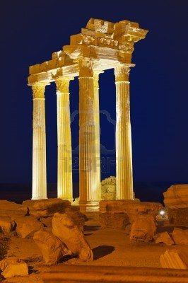 Ruinas antiguas en Side, Turquía al atardecer