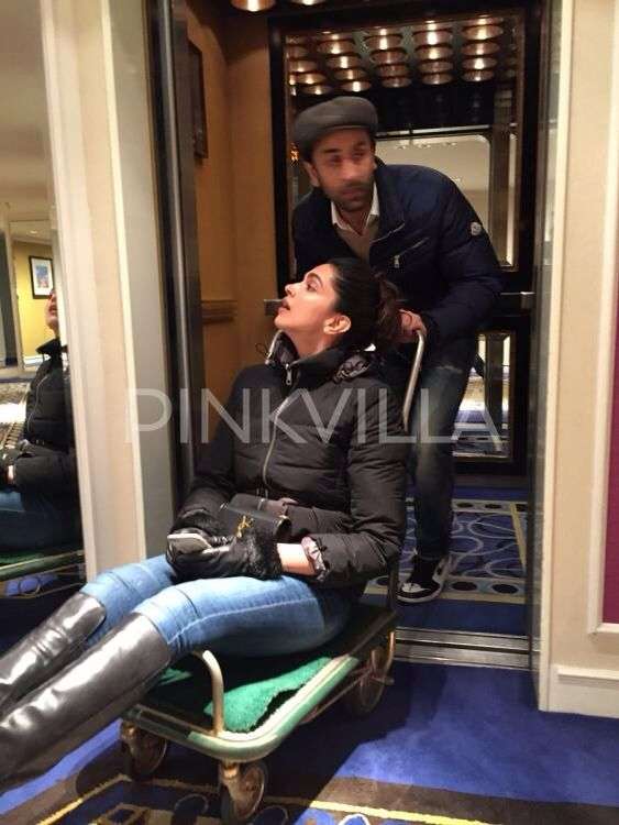Ranbir Kapoor And Deepika Padukone Are Busy With The Promotions Of Their Film Tamasha Over The C Deepika Padukone Bollywood Celebrities Deepika Padukone Style