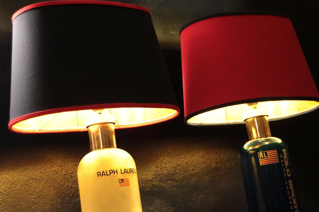 Lampen En Licht : Lampenschwimmbad nachthotel im freien himmel schön blau