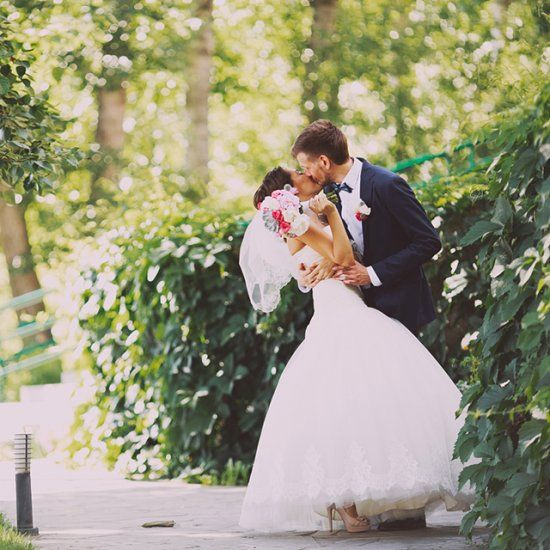 Lots of peony and gortensia! Just perfect romantic wedding. (in russian)