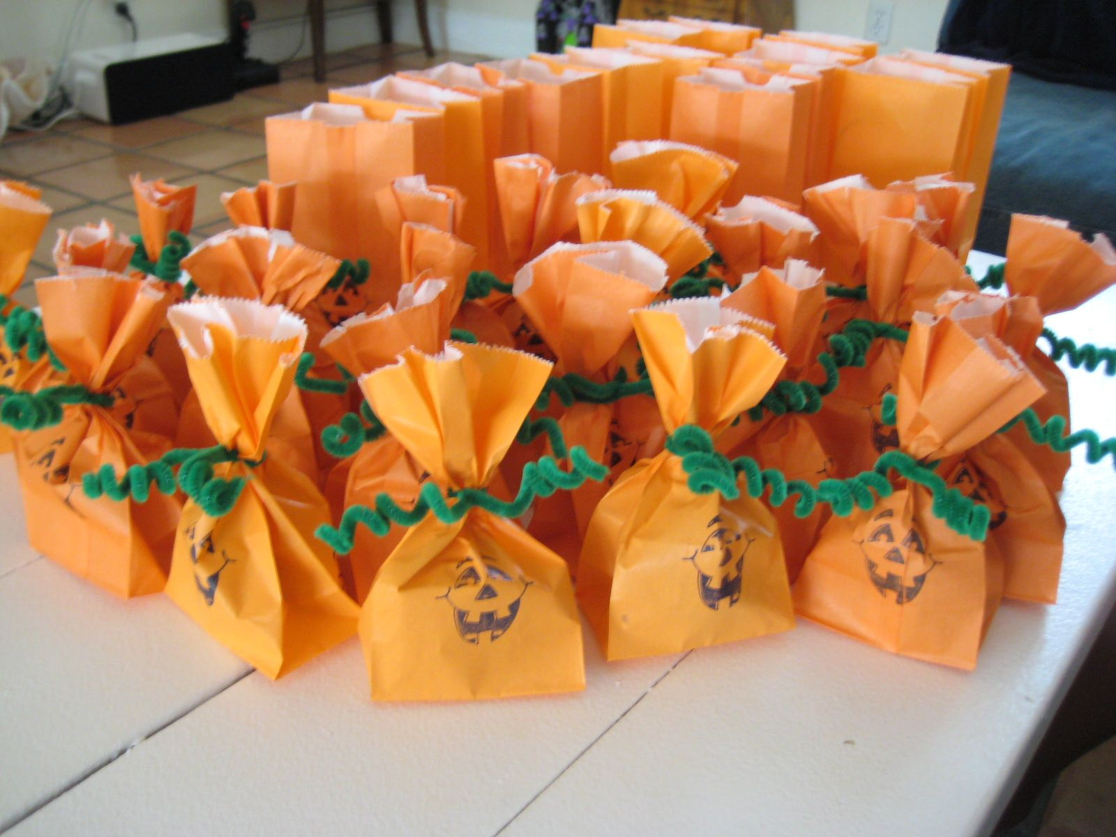 27 diy creative treat bag party favor ideas for halloween school