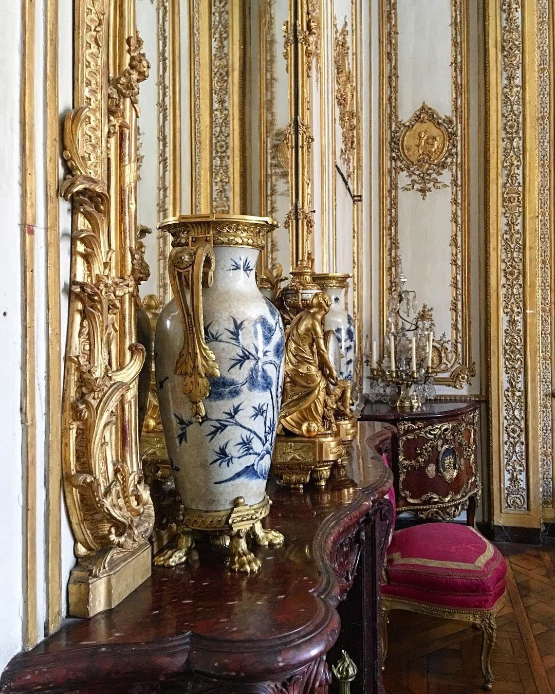 interiormarblelouisversailleschateaupalacecastle frenchcountryhousefrenchstyledecorationdecor chandeliercrystalsilkfurnituresumptuousstyle