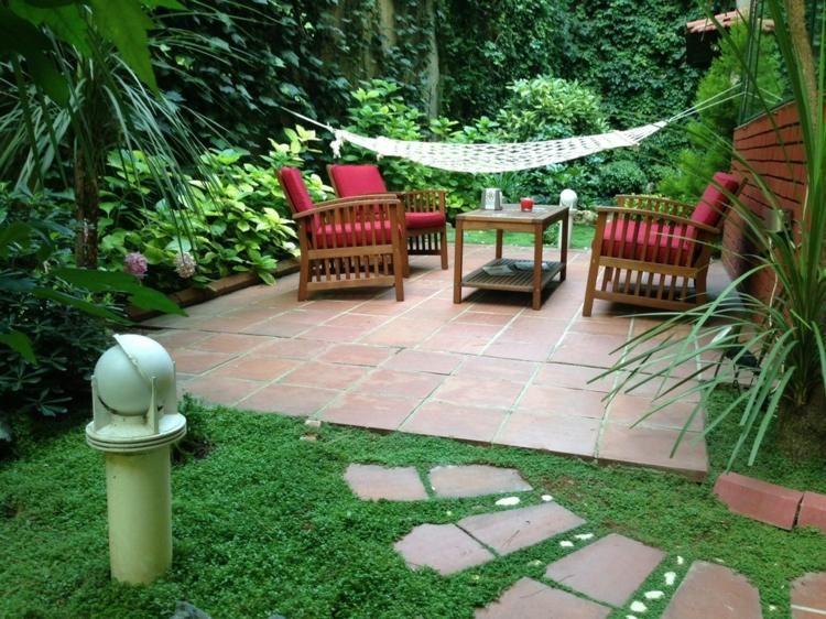 idee f r die kleine terrasse im garten mit h ngematte und sitzbereich terrasse garten. Black Bedroom Furniture Sets. Home Design Ideas