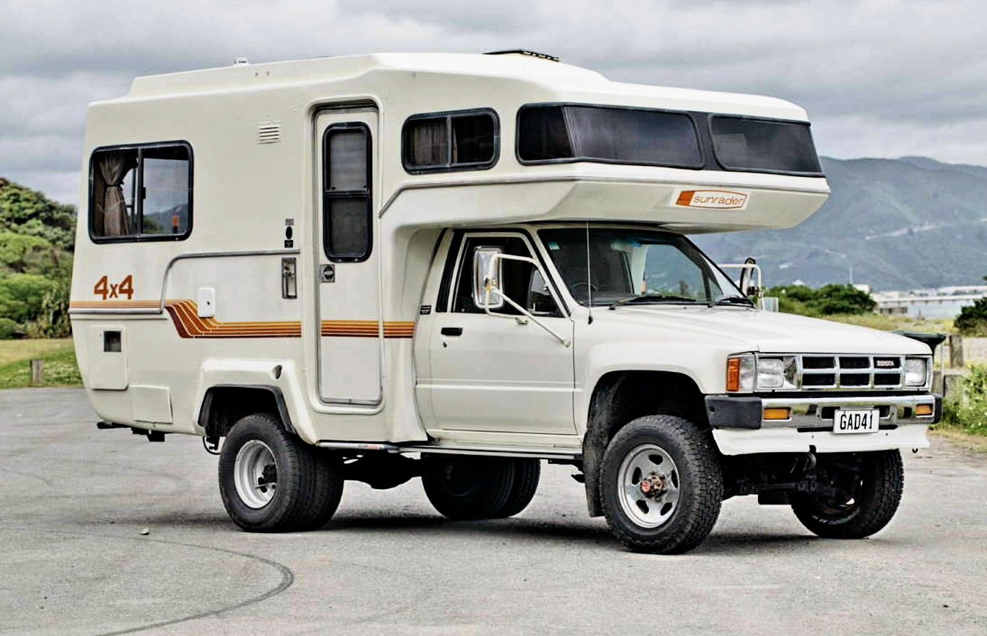 1985 Toyota Sr5 Sunrader 4x4 When The Sh T Hits The Fan Vehicles
