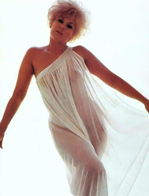 Miley Cyrus Eyebrows 10 Rare Nudes 9 Kim Novak Jessica Alba Liz