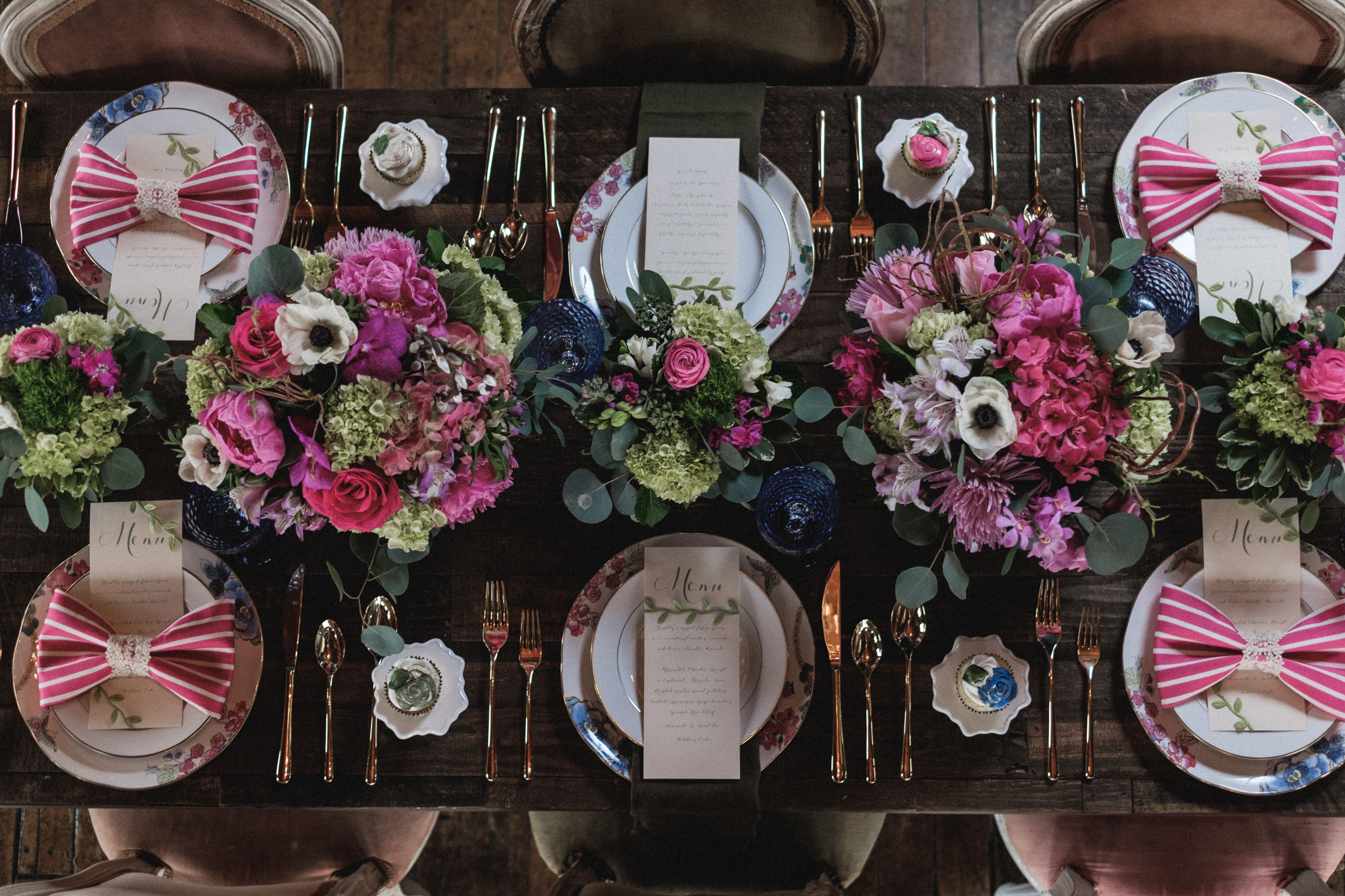 Timeless elegance can set your wooden table with soft