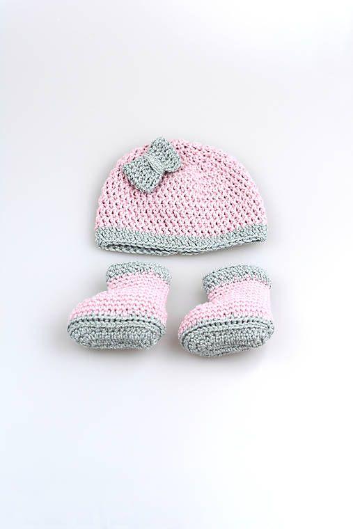 4b054646c Čiapka a čižmičky pre novorodenca sú ručne háčkované z prírodného materiálu  - z kvalitnej ružovej a