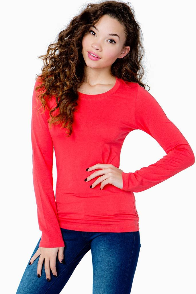 A girl can never have too many solid tees in her closet! Crew neck. Long sleeves. Finished hem. Fitted. Knit.
