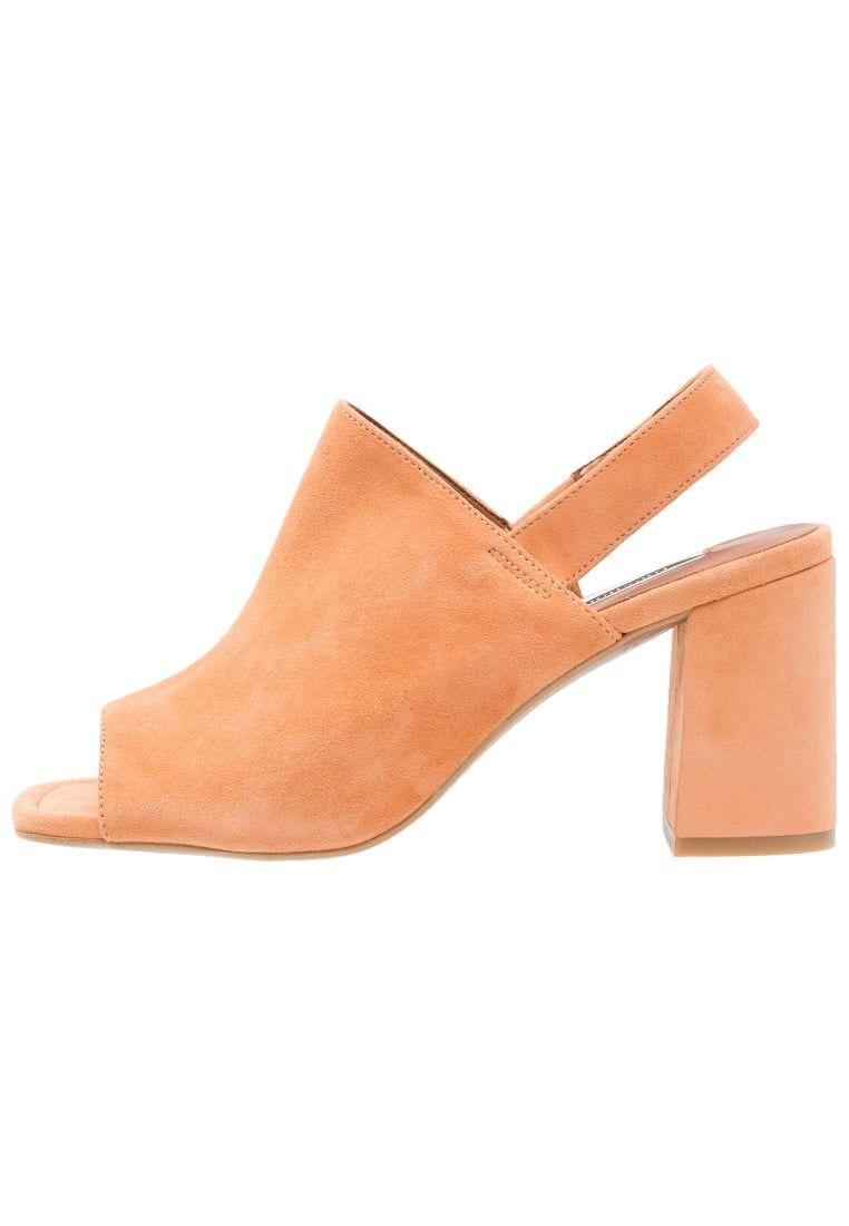 b571c683afb ¡Consigue este tipo de sandalias de piel de Topshop ahora! Haz clic para ver