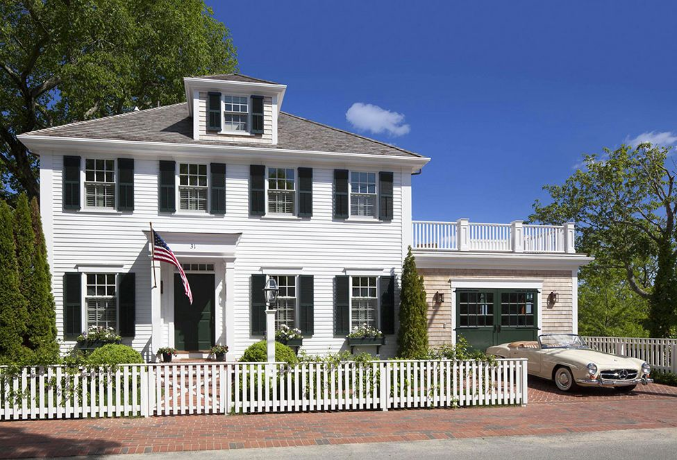Colonial Style House Exuding Calmness By Patrick Ahearn Architect Freshome Com Colonial House Carriage Style Garage Doors Colonial Style Homes