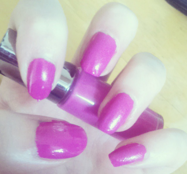 Beautiful Nails Pop of Pink, Beauty Blogger from chasingrubieschasingpearl.blogspot.ie