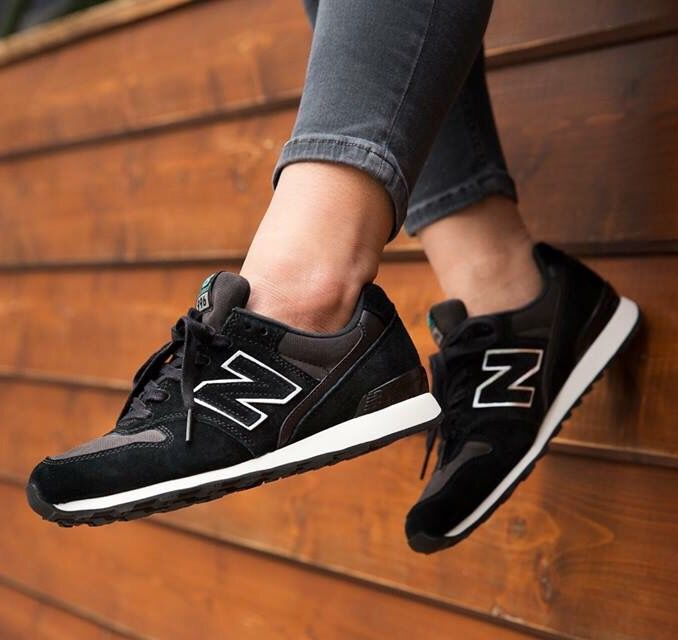 blauwe new balance sneakers w996 jeans