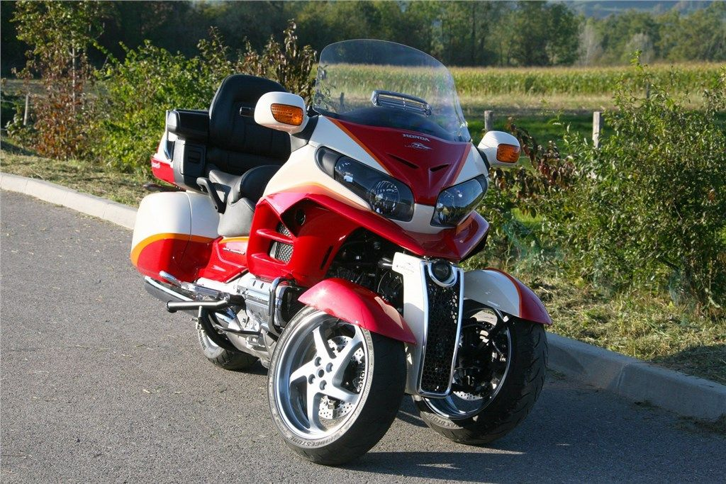 lazareth auto moto apresenta uma honda 1800 goldwing tipo. Black Bedroom Furniture Sets. Home Design Ideas