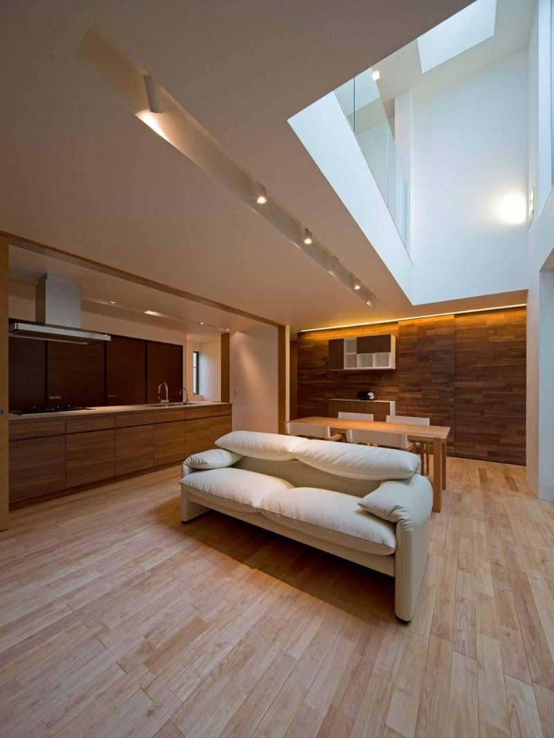 Minimalist Japanese Residence Blends Privacy With An Airy Interior ...