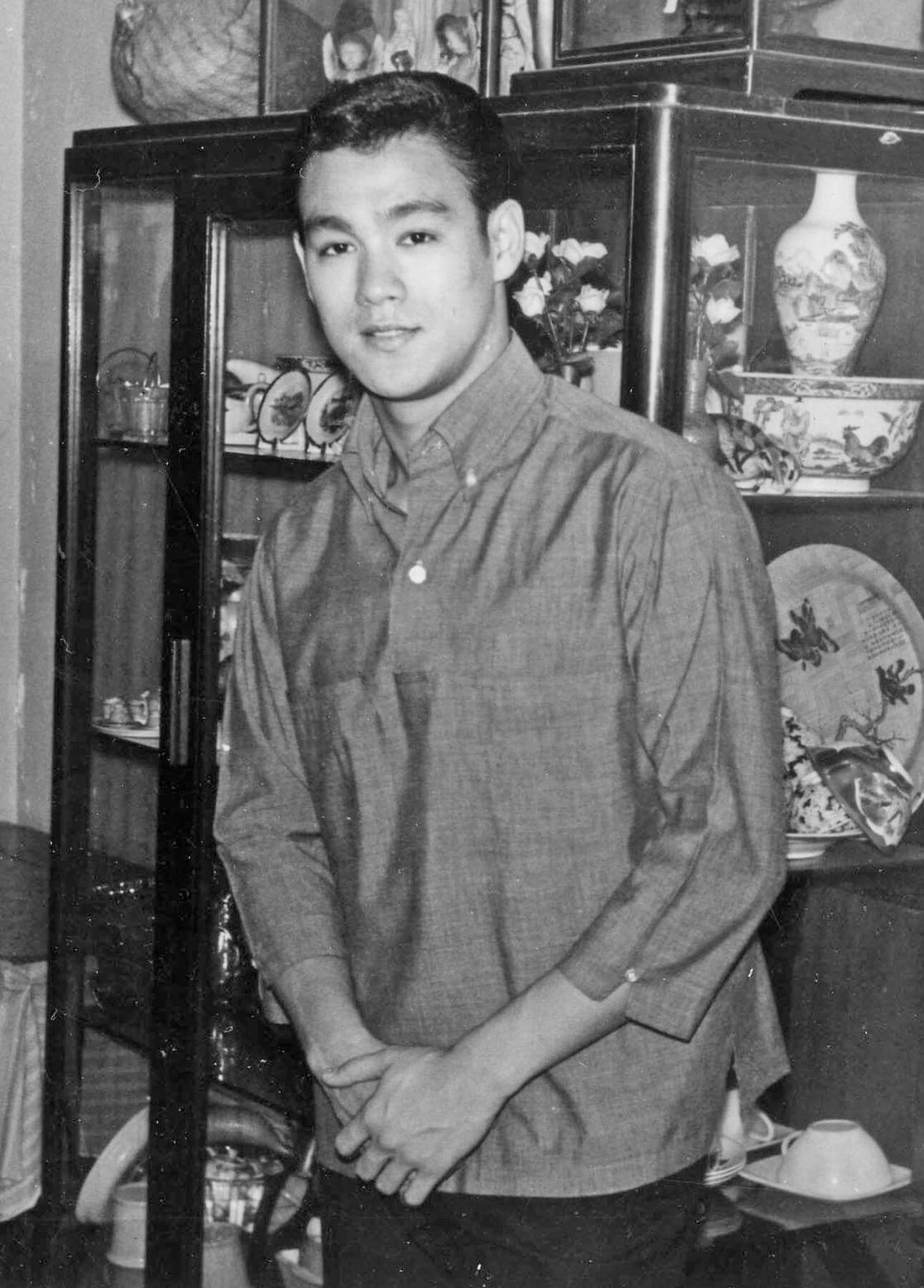 YOUNG MAN Bruce Lee | Bruce lee photos, Bruce lee, Bruce lee training