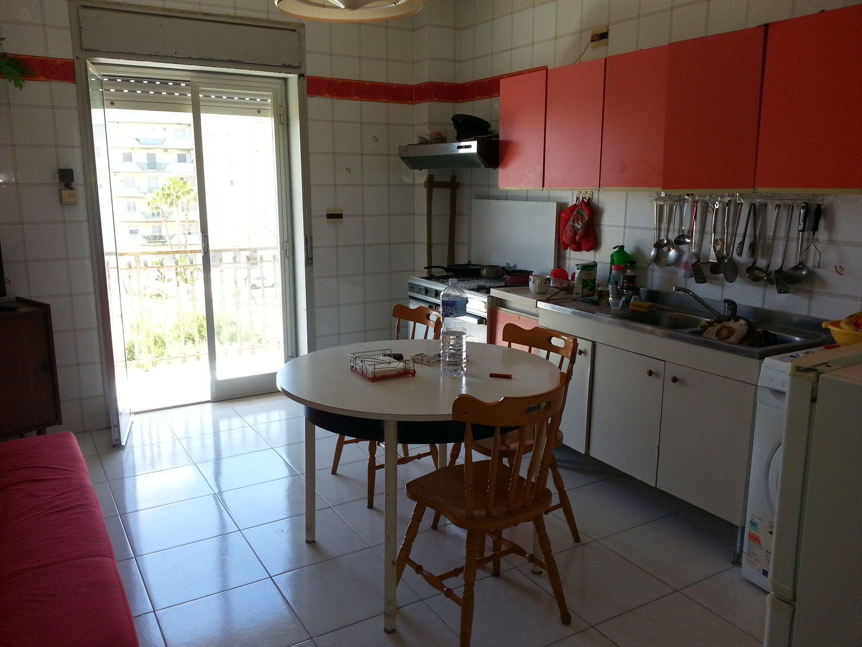 Affittasi appartamento arredato composto da 3 camere da letto salone cucina abitabile bagno - Camere da letto con bagno ...