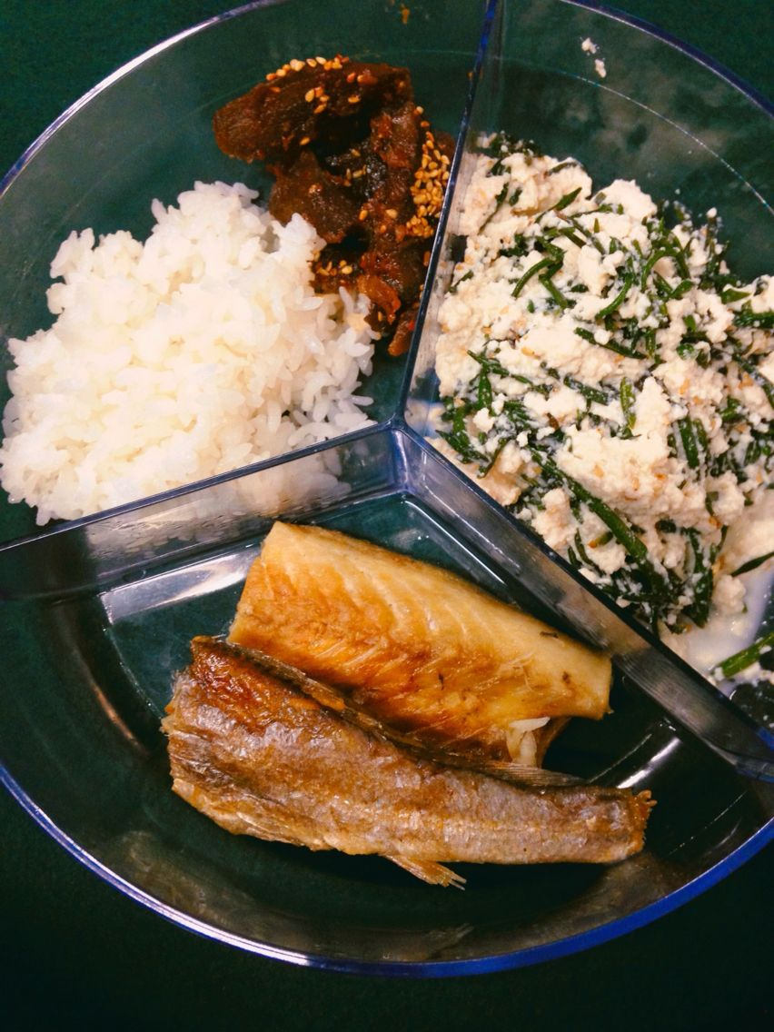 Rice,fried fish,tofu with seaweed made by my mama So simple but the best:))) 엄마가해준게최공