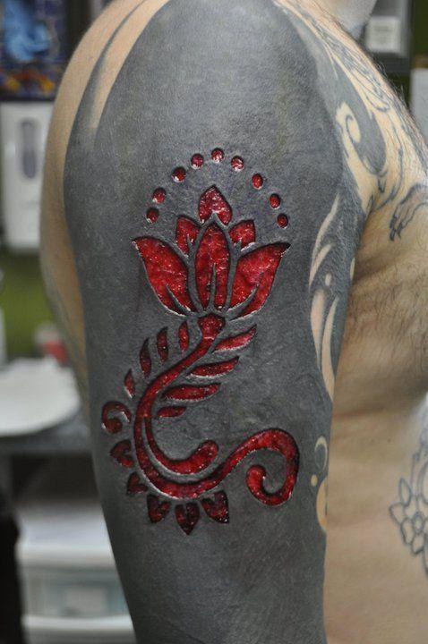 Scarification Over Blackwork Blackwork Tattoo Skarifizierung Tattoos Manner