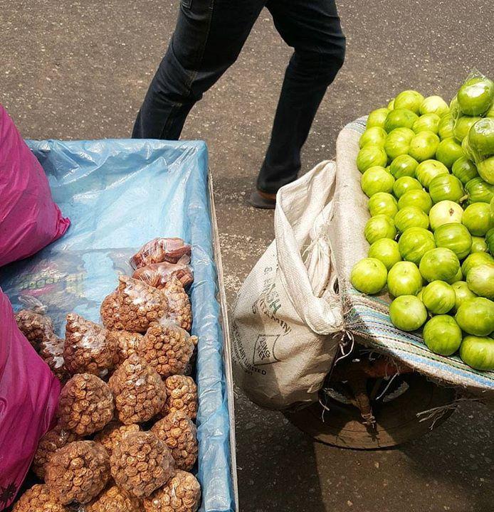 Dried tigernuts. Garden eggs | In season  #Naijafood #Nigerianfruits #Nigerianfruitsinseason #Nigeriancuisine #kitchenbutterfly #inseason #kunnu #kunnuaya #tigernuts #streetfood #urbanstills #hands #Nigerianproduce #horchata #f52grams #gardeneggs #Nigeria