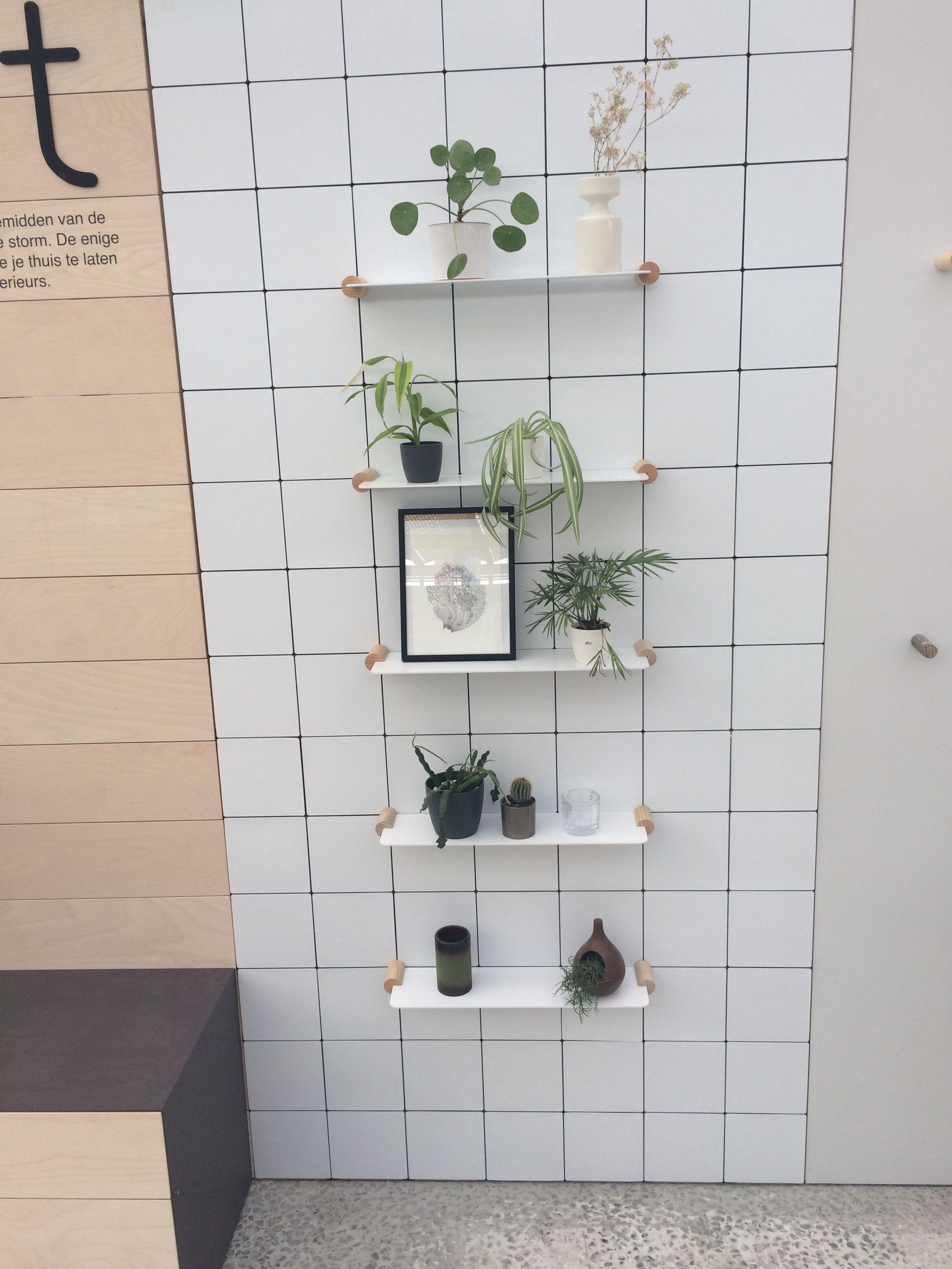 Planchet plankjes bathroom badkamer stilst white wit shelves on with ...