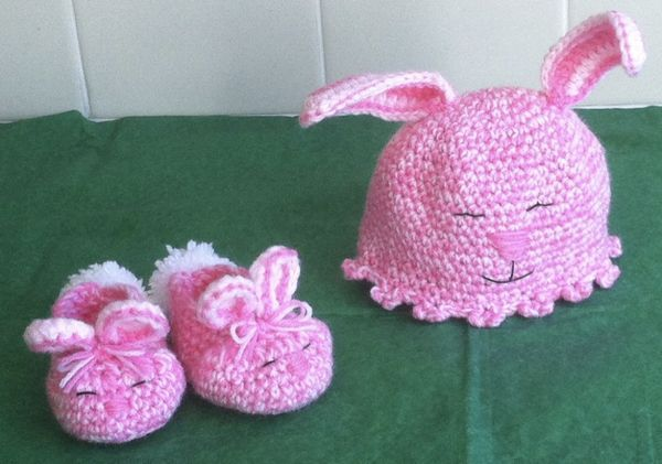 Bunny Hat and Shoes | baby knits | Pinterest