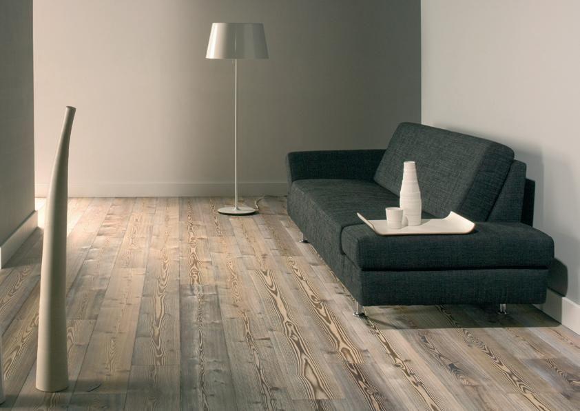 Bijzonder eiken parketvloer van oud hout.voor in de woonkamer ...