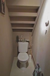 Am nagement d co toilettes sous escalier toilet downstairs toilet and down - Idee deco sous escalier ...