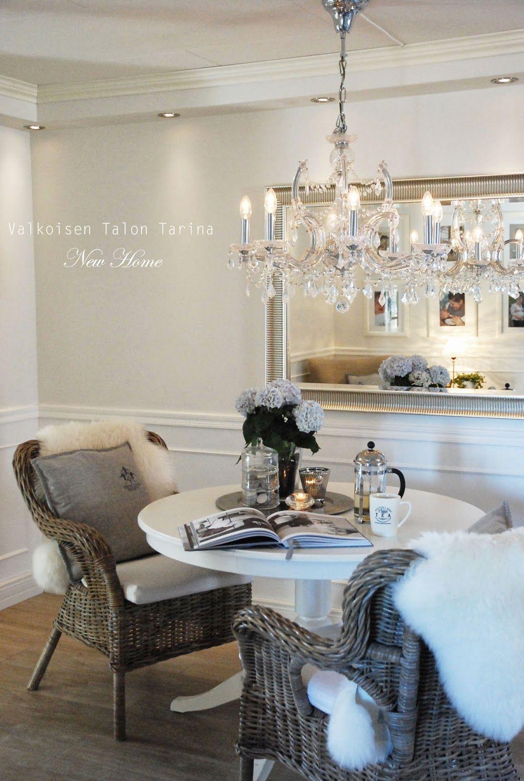 Salon | Coffee Time | neutral | interiors | mirror | wainscoting