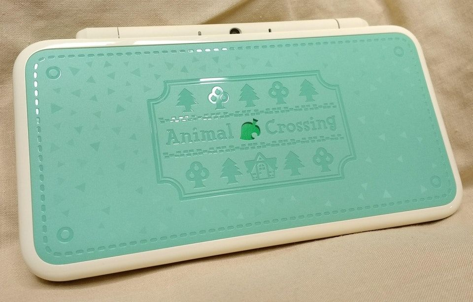 The Grass Pattern On This New 2ds Xl Is Designed To Subtly Catch The Light And It Looks Incredible Animalcr Animal Crossing Grass Pattern The Incredibles
