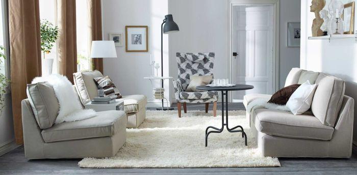 kleines wohnzimmer einrichten sessel couch runder metalltisch - kleine wohnzimmer ideen