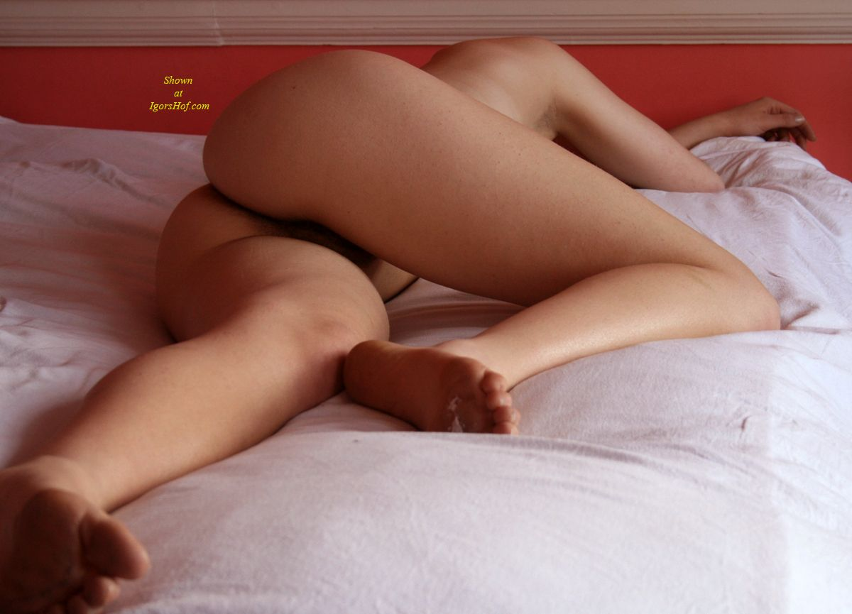 pictures of women s asses sleeping