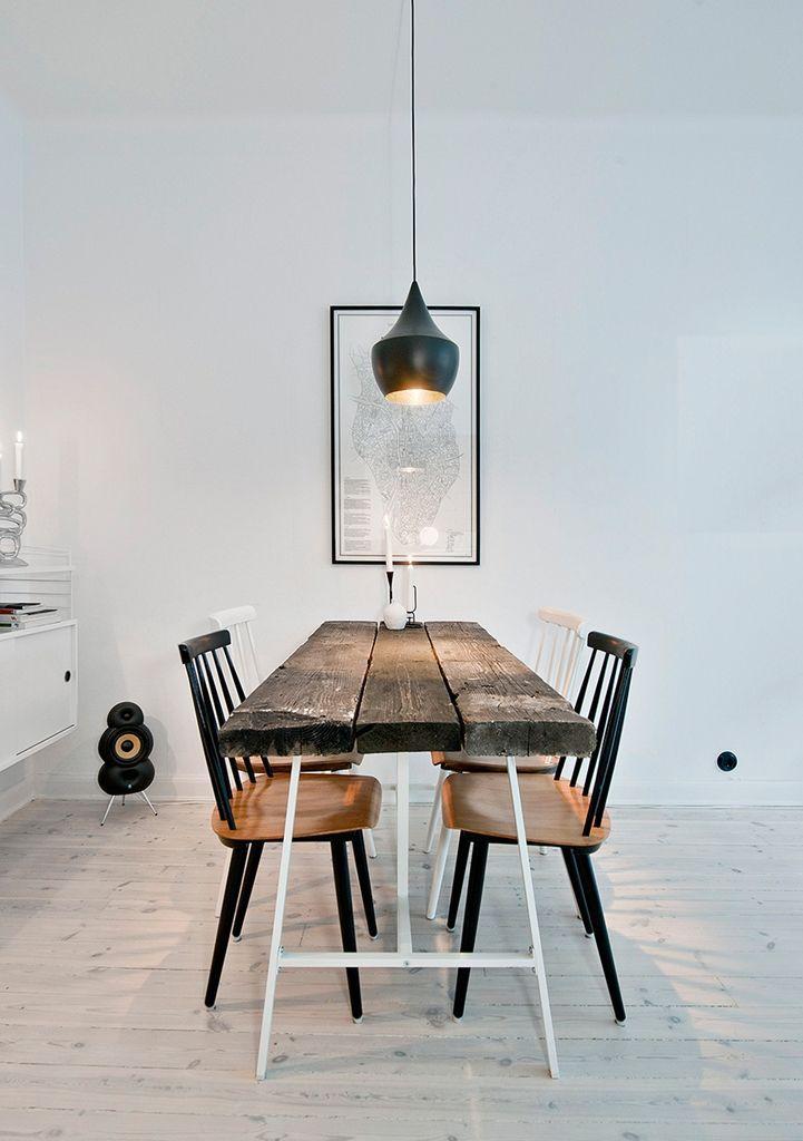 Table Ancienne Chaises Classiques Et Suspension Contemporaine Interieur Ontwerpen Ideeen Voor Thuisdecoratie Interieur