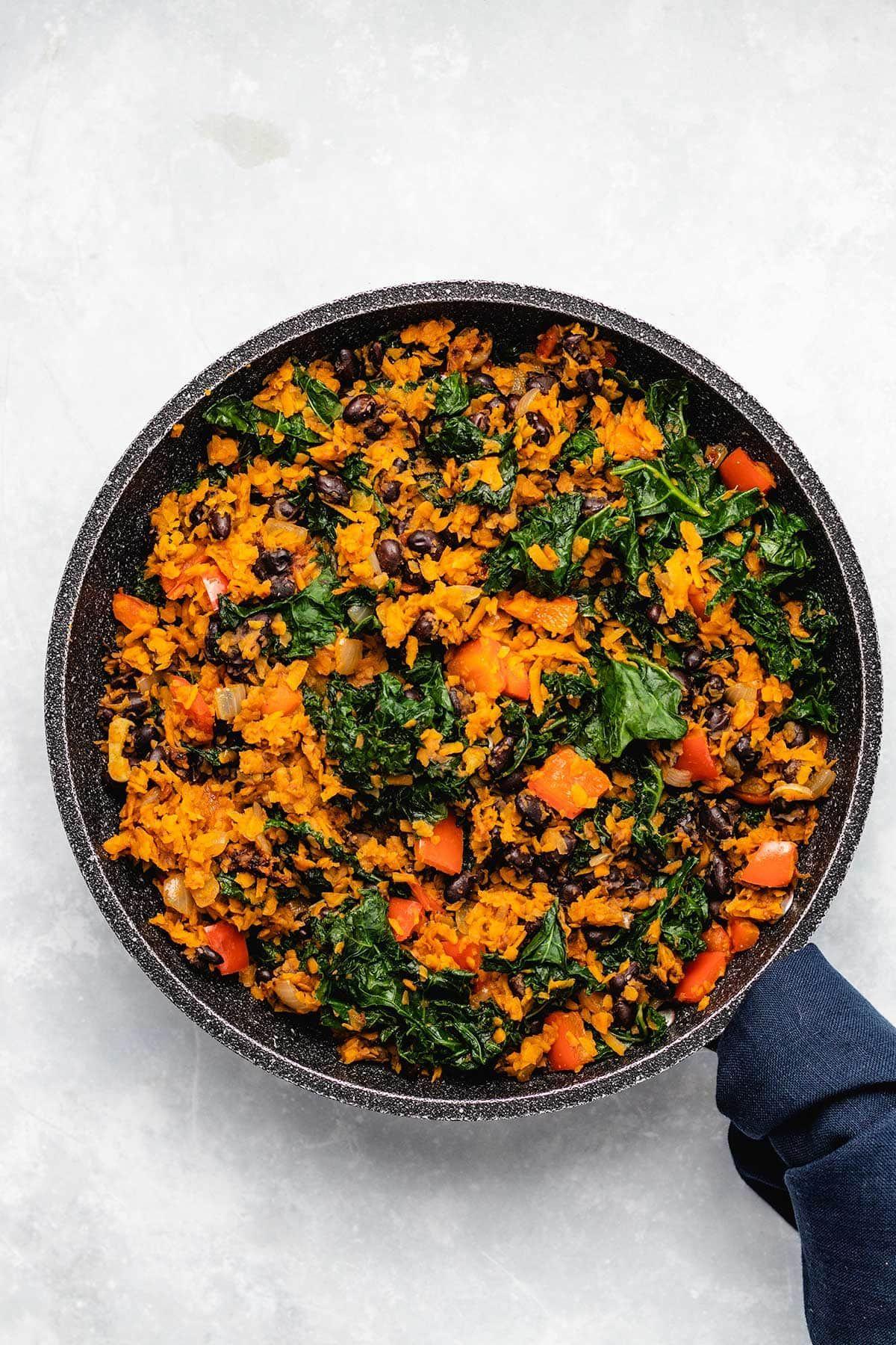 Southwest Sweet Potato Kale Black Bean Skillet Recipe In 2020 Sweet Potato Kale Sweet Potato Kale Hash Kale