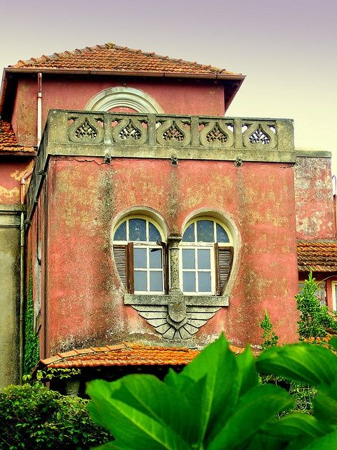 Heart-shaped windows - a house of love Uma casa cheia de amor.. Myanmar